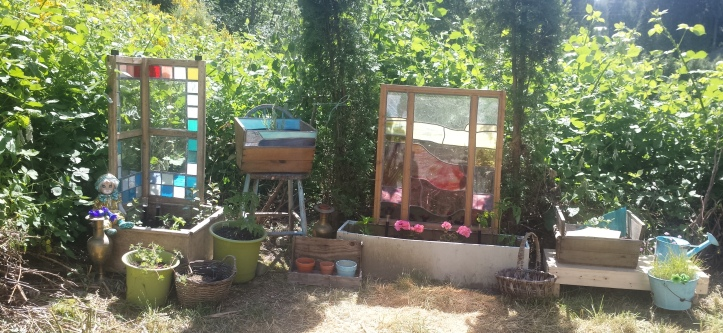 Corner planters dressed 20180529